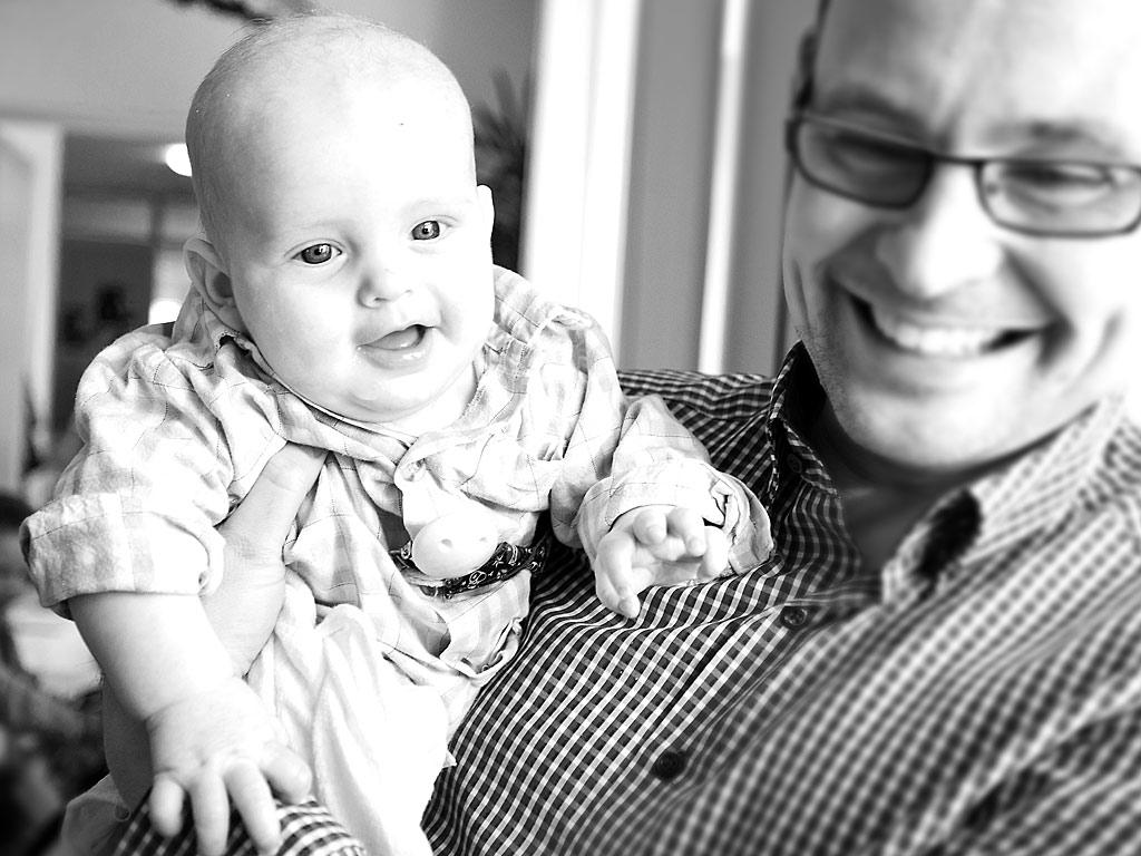blackandwhite-baby-closeup-smile-bw-eventfotografie-eventcovering-german