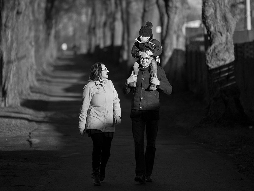 familienfotos-herbst-winter-blackwhite-bw-schwarz-weiss-allee-kalt-leipzig-freiberg-dresden